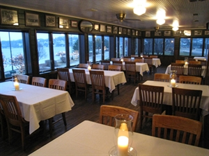 Chuck's Lakeshore Inn