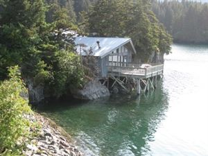 Alaska Dancing Eagles Lodge & Cabin