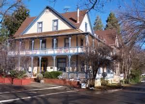 American River Inn