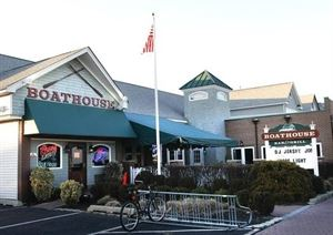 Boathouse Bar & Grill