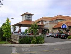 Howard Johnson Hotel and Suites Victoria Elk Lake