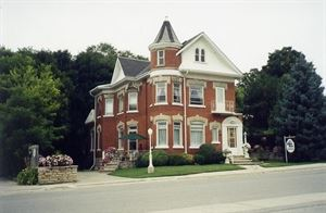 Maitland Manor Bed And Breakfast