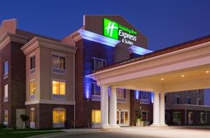 Holiday Inn Express & Suites Minot South