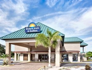 Days Inn & Suites Davenport