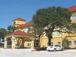 La Quinta Inn & Suites San Antonio The Dominion