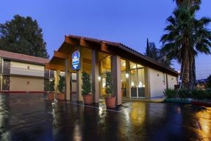 Best Western - Valencia Inn