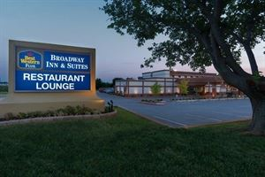 Best Western Plus - Broadway Inn & Suites