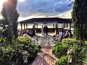 Enzo's Restaurant On The Lake