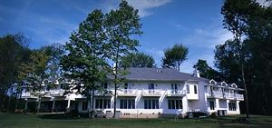 Red Maple Inn Bed And Breakfast
