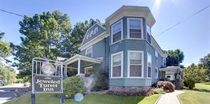 The Jeweled Turret Inn Bed And Breakfast