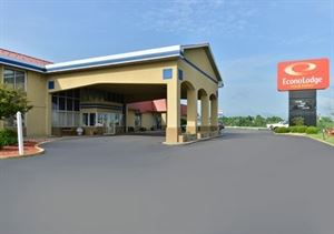 Econo Lodge Inn & Suites Triadelphia - Wheeling