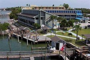 Dockside Inn & Resort