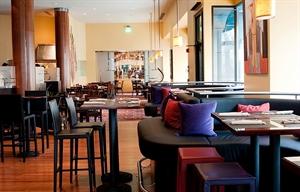 Metro Bar & Café