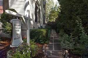 Benjamin F. Packard House Bed & Breakfast