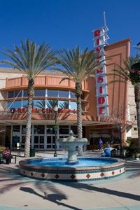 Regal Riverside Plaza Stadium 16