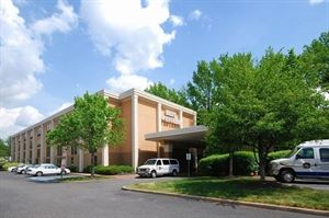 Best Western Plus - Richmond Airport Hotel